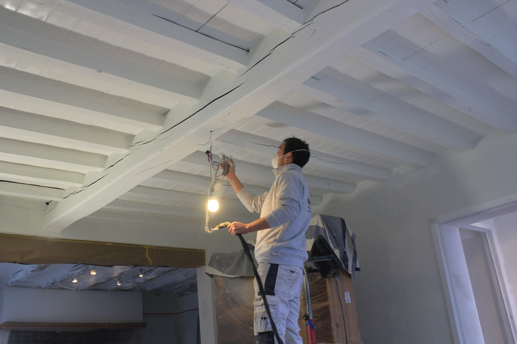 Marty van kerckhove interieurschilder marty van kerckhove schildert ook houten balken - Verf een houten plafond ...
